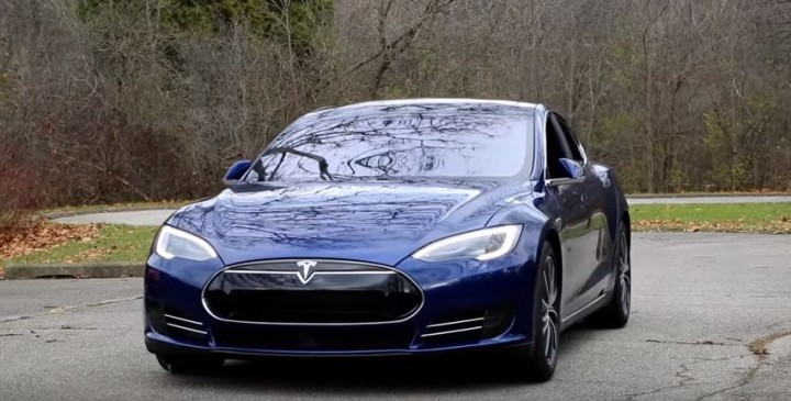 OWNER OF TESLA LOCKED OUT OF CAR AND OUT OF CELL RANGE
